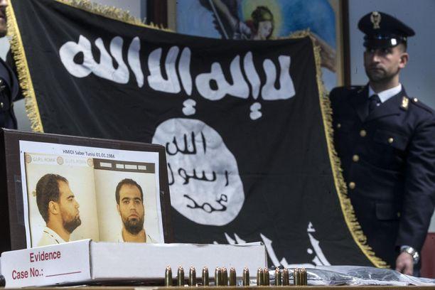 ISIS-järjestön propagandamateriaalia takavarikoidaan jatkuvasti myös Euroopassa. Arkistokuva Italiasta.