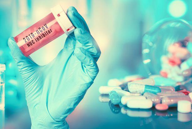 Vaikka koronaviruksen hoitoon ei ole olemassa uutta täsmälääkettä, siinä voivat toimia vanhat, muissa taudeissa käytetyt lääkkeet.