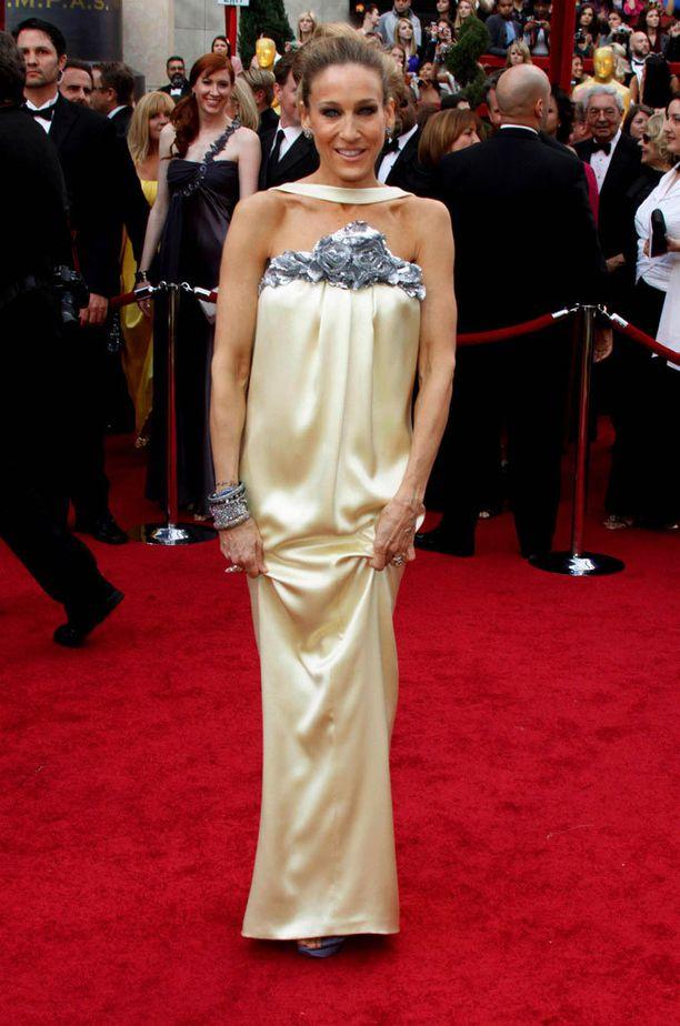 2010: SJP upeana Chanelissa Oscar-gaalassa.
