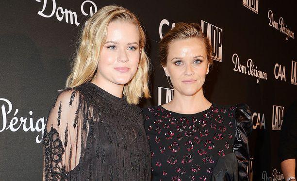 Reese Witherspoon ja Ava Phillippe edustavat yhdessä vuosittaisessa L.A. Dance Project's -gaalassa.