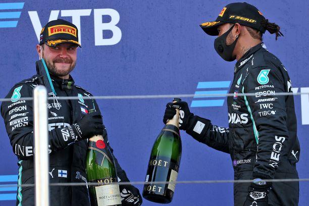 Ottiko Bottas henkisen yliotteen Hamiltonista? Suomalainen pääsi juhlimaan voittoa Sotshissa, ja sunnuntaina hän starttaa paalulta Nürburgringillä.