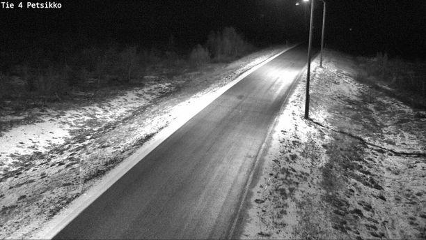 Ajokeli muuttuu selvästi talvisempaan. Kuva torstaiyöltä Inarista.