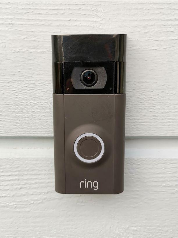 Video Doorbell 2:n mukana toimitetaan kaksi vaihtoetupaneelia: Musta ja hopea.