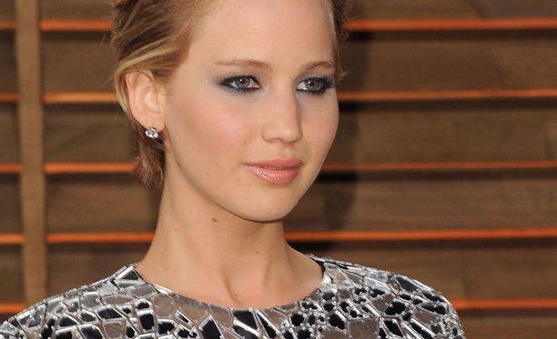 Jennifer Lawrence uskoo olevansa liian ärsyttävä säilyttääkseen suosionsa.