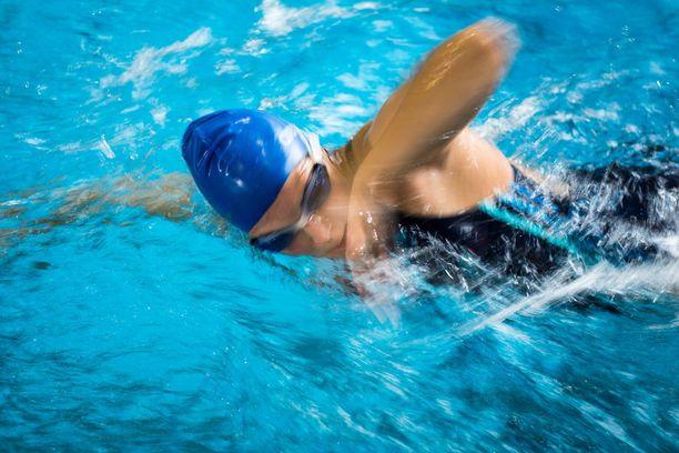 Tutkimusten mukaan liikunnalla voi pienentää sairastumisriskiä. Kaksi ja puoli tuntia kohtuullisesti rasittavaa liikuntaa viikossa on jo hyvä tähtäin.