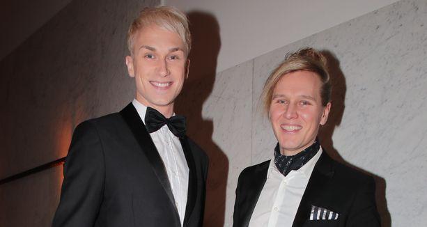 Christoffer Strandberg poseerasi valokuvaajapuolisonsa Jannen kanssa harvinaisessa yhteiskuvassa.