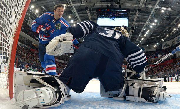 Pavel Datsjuk leikitteli komeat rankkarit Igor Bobkovin taakse.