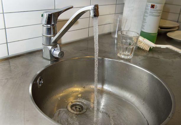 Perjantaina yhtiö pohtii, aloittaako se vedenjakelun normaalisti. Sen jälkeen päätetään vedenkeittokehotuksesta.