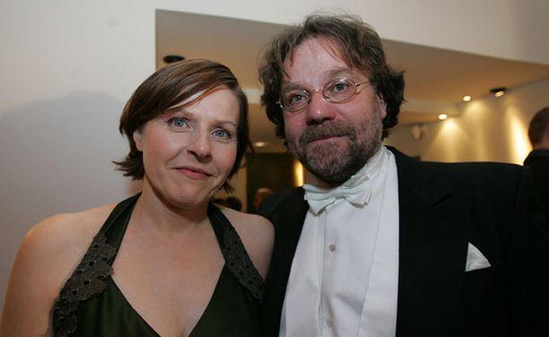 ERO OTTAA KOVILLE Heidi Hautalan pitkä parisuhde Carlo Jordanin kanssa päättyi viime syksynä. Kuva on Linnan juhlien jatkoilta vuodelta 2005.