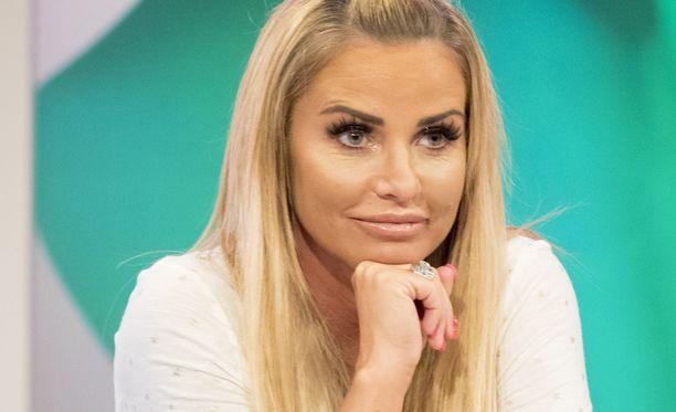 Nakumallina uransa aloittanut Katie Price on supersuosittu Isossa-Britanniassa.