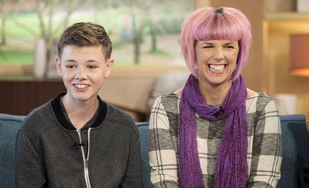 Callie Blackwell ja Deryn-poika kertoivat pojan ihmeparannuksesta Britannian aamutelevisiossa.