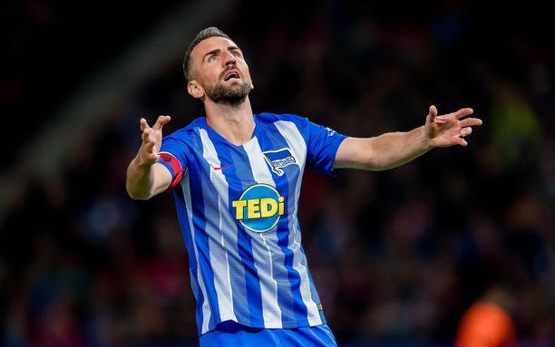 Herthan Vedad Ibisevic laukoi voittomaalin Bayernia vastaan.