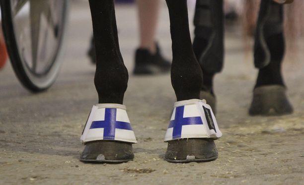 Ravikilpailut keskeytetään Suomessa keskiviikosta alkaen. Ruotsissa ajetaan tyhjille katsomoille.