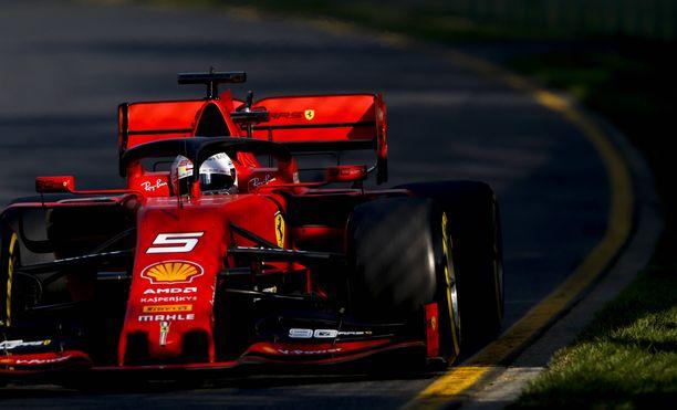 Sebastian Vettelin Ferrarin takasiipi oli puhdas mainoksista Australiassa.