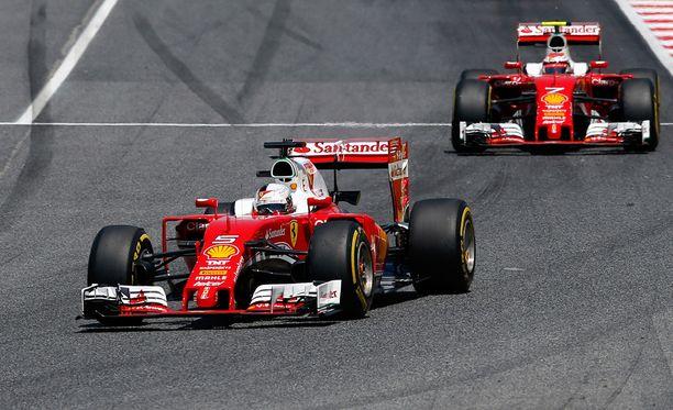 Ferrari-kuskit valtasivat harjoitusten sijat kaksi ja kolme.