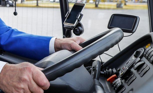 Jos bussikuski jää ensimmäistä kertaa kiinni lepoajoista luistamisesta, hän saattaa selvitä huomautuksella. Rikkeen uusijoille poliisi määrää yleensä päiväsakkoja.