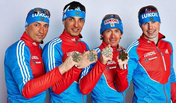 Aleksander Legkov (vas.), Jevgeni Belov ja Maxim Vylegzhanin ovat KOK:n elinikäisessä kilpailukiellossa. Laittaako myös FIS heidät jäähylle? Kuvassa oikealla olevaa Sergei Ustiugov ei ainakaan toistaiseksi ole mainittu nimeltä dopingepäilyissä.