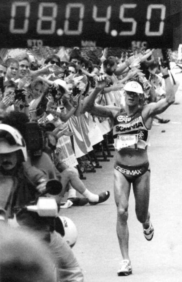 Pauli Kiuru oli 1990-luvun alussa yksi maailman parhaista triathlonisteista.