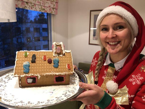 Big Brotherista tuttu Anu Puumalainen nauttii joulusta lastensa kanssa.