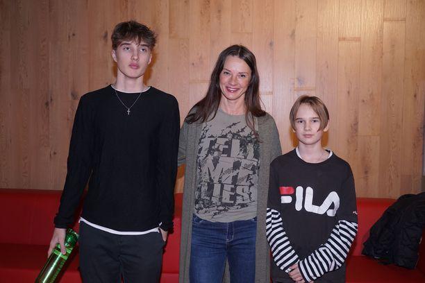 Kirsi Salolla on komeat pojat, Aksu, vas. ja Julian.