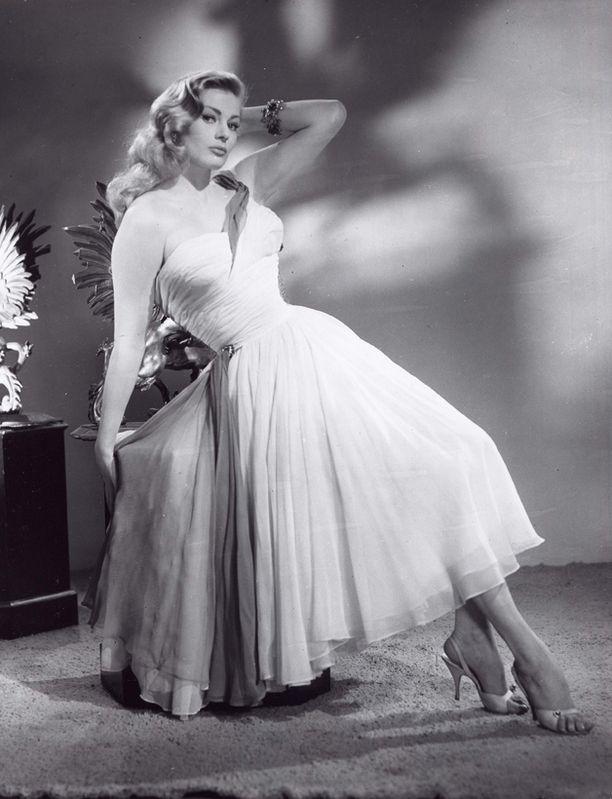 Ekberg työskenteli mallina ennen kuin elokuvaura otti tuulta alleen 1950-luvun puolivälissä.
