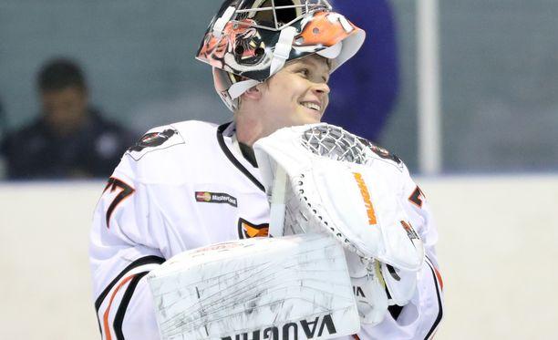 Juha Metsola torjui keskiviikkona 49 jokerikutia ja voitti pelin.