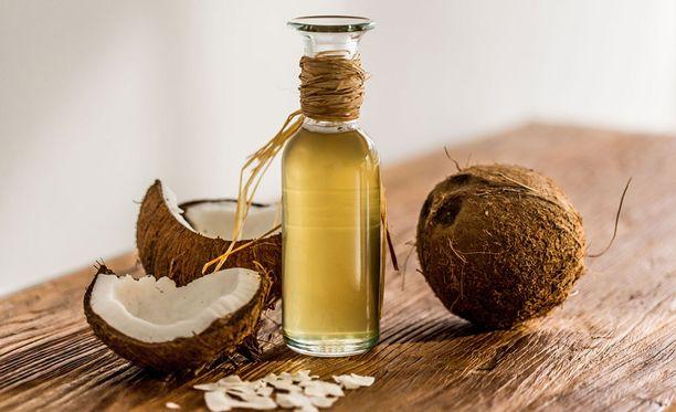 Asiantuntijoiden mukaan kookosöljyn terveellisyyttä liioitellaan helposti.