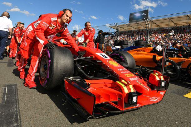 Sebastian Vettel ei ole ensi vuonan lähtöruudukossa ainakaan Ferrarin autolla.