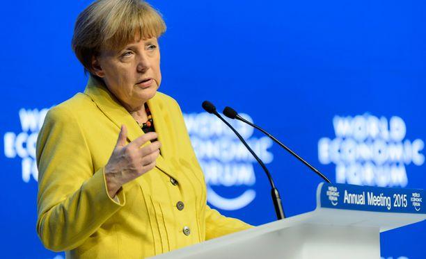 - Rahoitusta hölskyy markkinoilla, Merkel totesi.