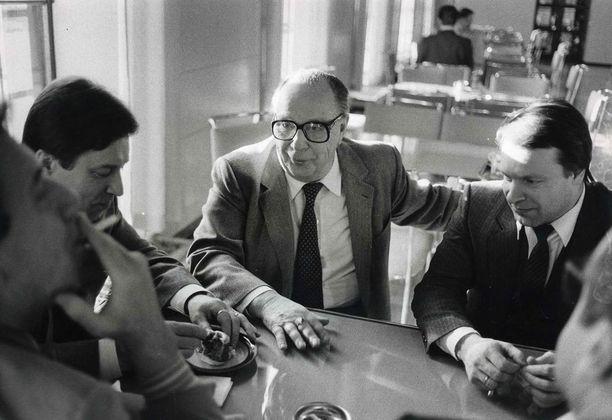 Pertti Salolainen, Veikko Vennamo ja Ilkka Kanerva kakuttelivat helmikuussa 1985.