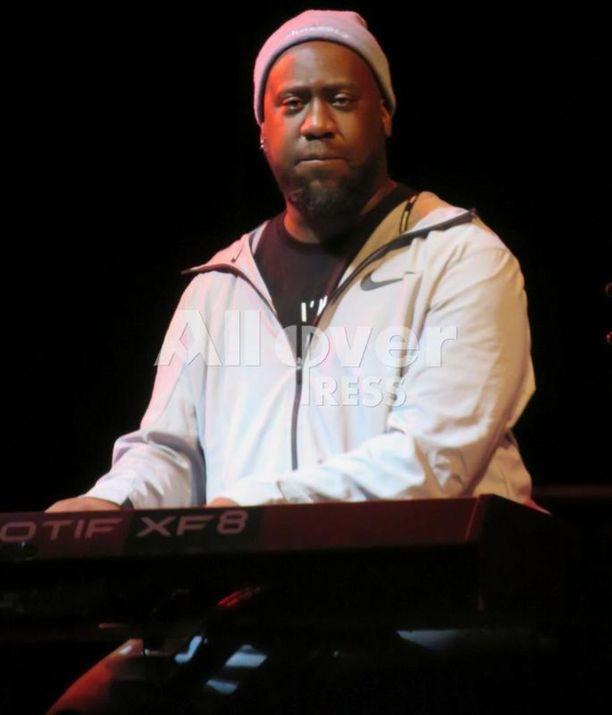 Jazz-muusikko Robert Glasperin mukaan Lauryn Hill varasti The Miseducation of Lauryn Hill -levyllään toisten muusikoiden kappaleet omiin nimiinsä.