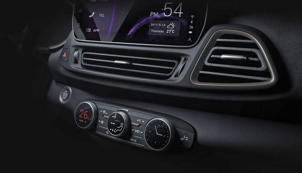 Autoon on ladattu nykytrendien mukaisesti kattavat internet-yhteydet.