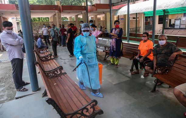 Koronavirus leviää tällä hetkellä nopeiten Intiassa. Kuva New Delhistä.