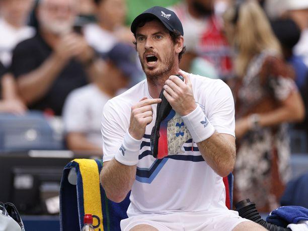 Andy Murraylla meni kuppi nurin Stefanos Tsitsipasin kanssa.