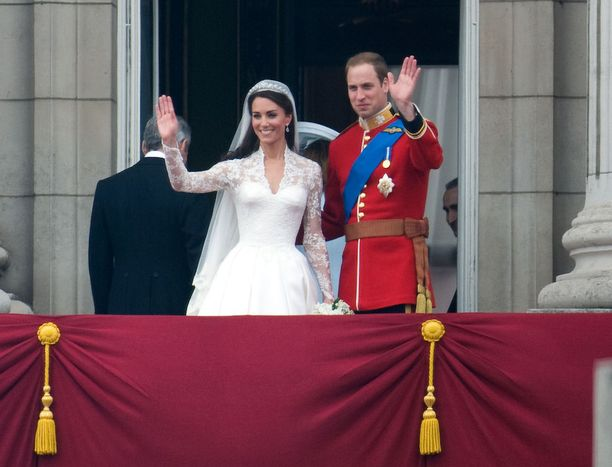 Catherine sai häissään kantamansa tiaran lainaan kuningattarelta.