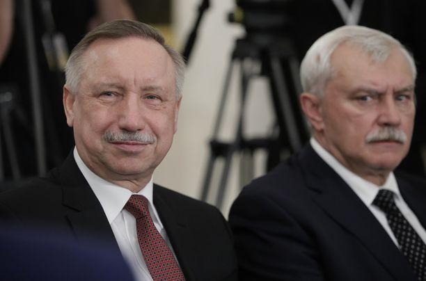 Virkaa tekevä kuvernööri Alexander Beglov (vas.) on kärähtänyt plagioinnista.