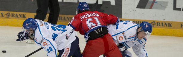 Suomi ei onnistunut pysäyttämään Tshekin voittomarssia.