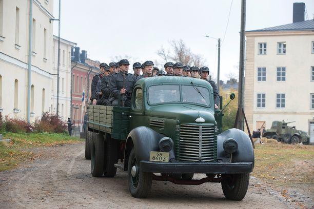 40-luvun sotilasajoneuvoja Suomenlinnassa.