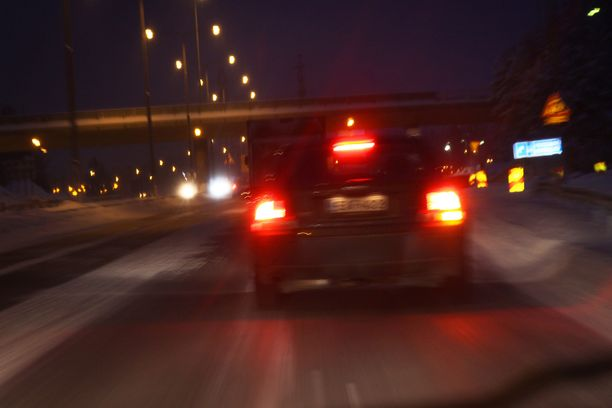 Puolet tutkimukseen vastanneista autoilijoista oli kokenut ongelmia hämärässä näkemisessä.