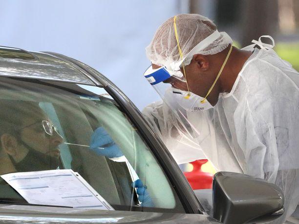 Yhdysvallat lähenee 100 000 tartunnan päivävauhtia. Kuva Floridan osavaltiosta.