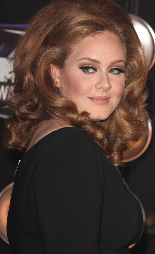 Adelen nousua TOP10-listalle eivät estäneet edes kymmenen peruutettua Yhdysvaltojen konserttia.