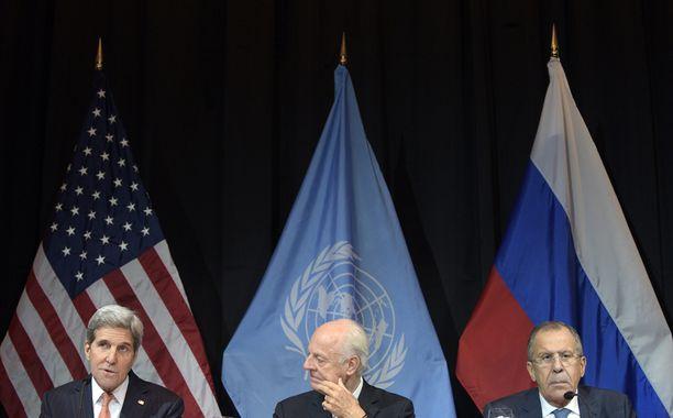USA:n ulkoministeri John Kerry, YK:n Syyrian-erityislähettiläs Staffan de Mistura ja Venäjän ulkoministeri Sergei Lavrov keskustelivat Wienissä lauantaina Syyrian tilanteesta.