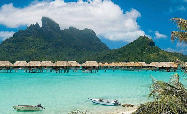 Tyynen meren Bora Bora postikorttimaisemineen sopii pariskunnille.
