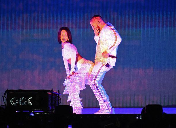 Rihanna innostui twerkkaamaan Drakea vasten.
