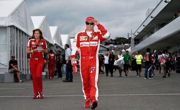 Kimi Räikkönen ei halua sotkeutua politiikkaan.