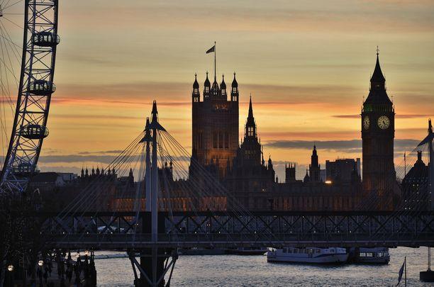 Westminsterin palatsia ja Big Beniä pääsee pian ihailemaan muutenkin kuin tästä kuvasta.