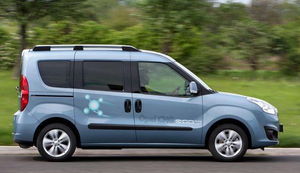 32. Opel Combo iuljettaa tavaraa ja ihmisiä.