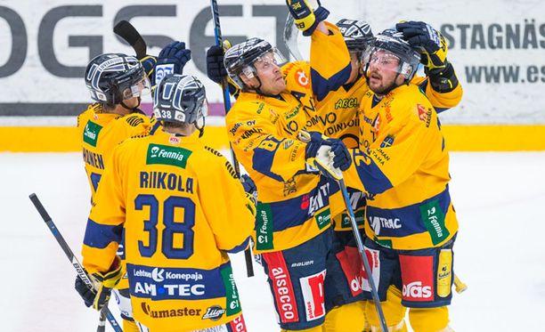 Lukko juhli 5-3-voittoa Vaasassa.