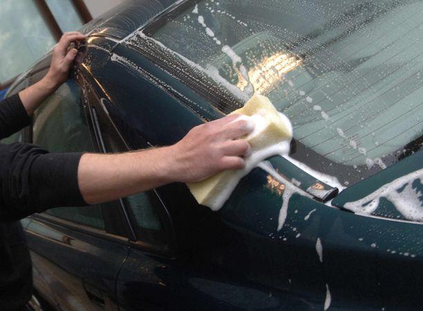 Auton pesu on tärkein suojatoimi.