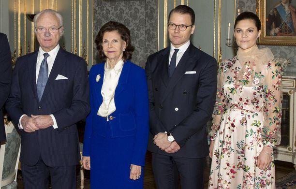 Ruotsin kuningasperhe on myös huomioinut Ari Behnin kuoleman. Kuningas Kaarle Kustaa, kuningatar Silvia sekä kruununprinsessa Victoria puolisonsa prinssi Danielin kanssa arkistokuvassa.